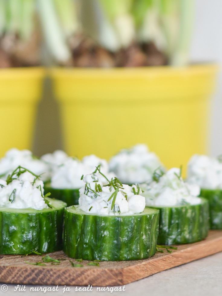 kurgiampsud kodujuustuga/cucumber bites with cottage cheese