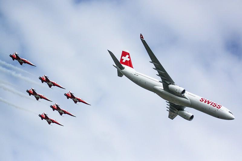 Airbus A330 & Patrouille Suisse