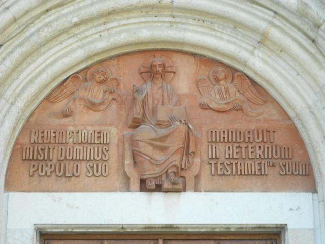 terracotta, lunetta, portale centrale, chiesa, Lusia