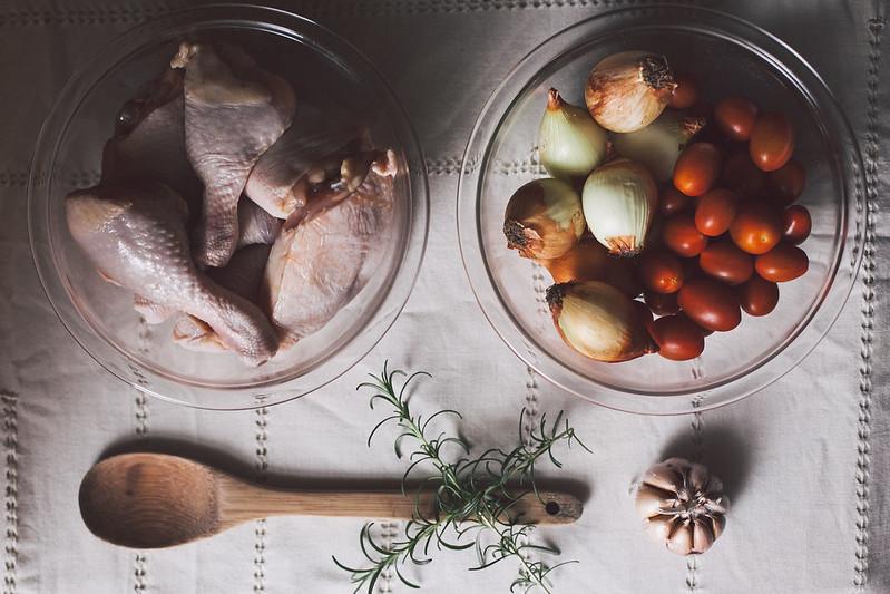 Frango Assado com Tomates e Cebolas