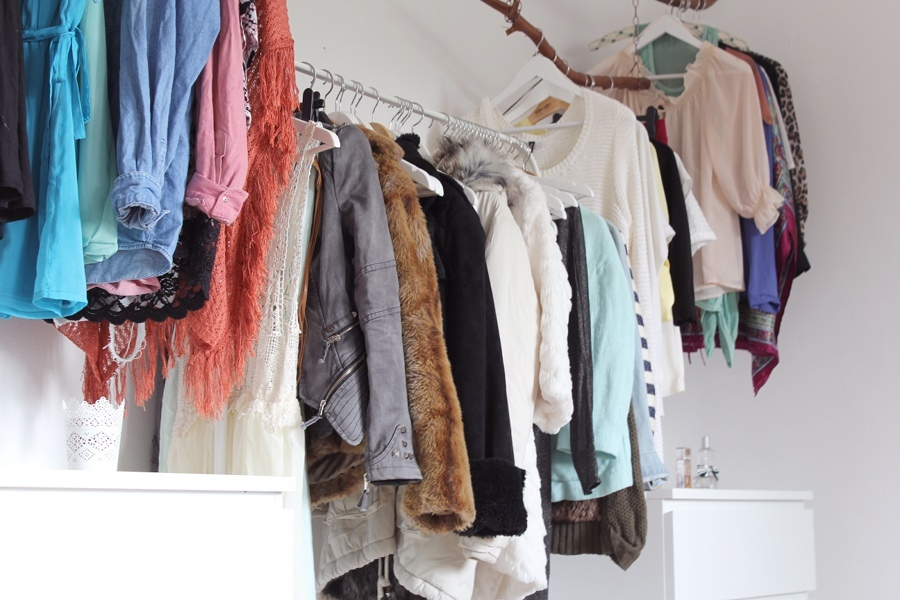 walk-in-closet-clothes-fashion-blogger-room
