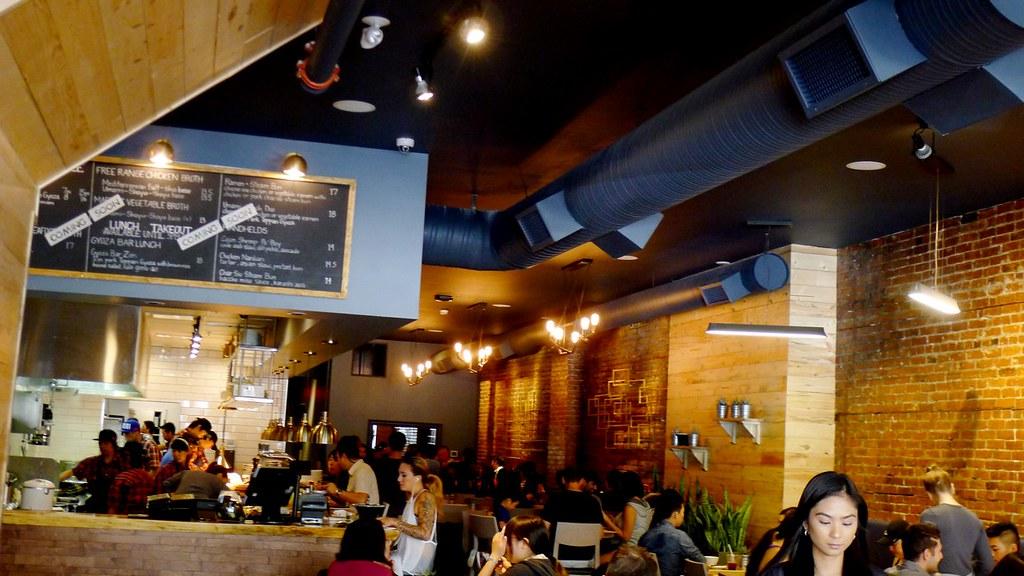 Gyoza bar ramen vancouver pork tonkotsu teppan gyoza for Bar food vancouver