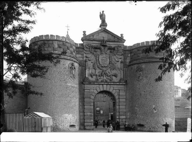 Puerta de Bisagra a comienzos del siglo XX. Fotografía de J. Lacoste © MECD, Fototeca del IPCE, signatura VN-22641_P