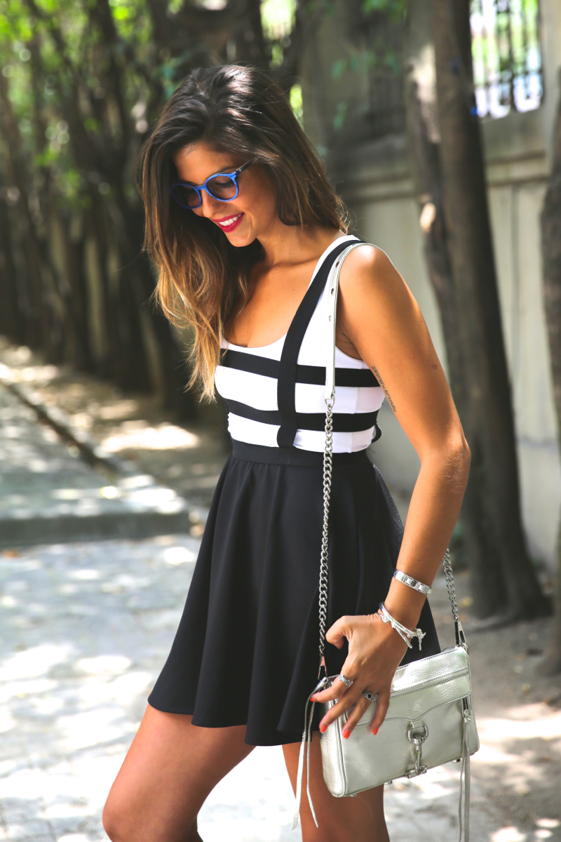 trendy_taste-look-outfit-street_style-ootd-blog-blogger-fashion_spain-moda_españa-natalia_cabezas-rocky-botas_moteras-steve_madden-silver_bag-bolso_plata-transition-vestido_rayas-striped_dress-6