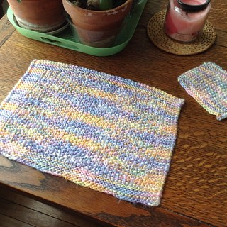 Placemats, knitted in seed stitch with Caron simply soft yarn