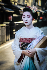 Geisha in the streets of Gion, Kyoto (Japan)