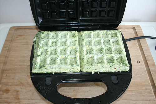 45 - Waffeln ausbacken / Bake waffles