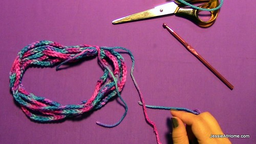 Simple-Chain-Stitch-Start-Wrap