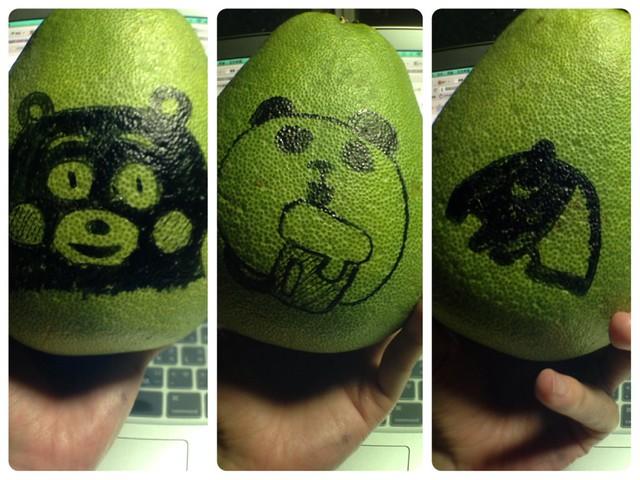 用奇異筆+水性簽字筆在柚子上面畫畫