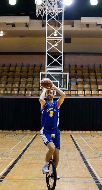 Uni basketball free throw shooting contest