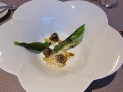 Escargots du Petit Mercey aux Sucs de Réglisse, Pain Végétal Juste Toasté & Étuvée de Côtes de Légumes, Un lait Battu