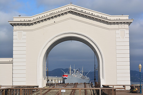 ferry arch pier 43