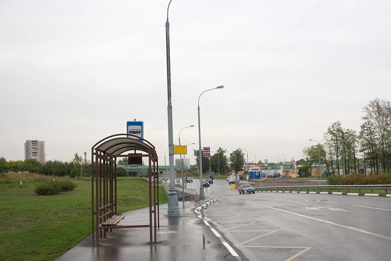 """Автобусная остановка и подземный переход к корпусу """"Урал"""""""