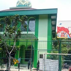 Masjid 2 lantai SMAN 54 Jakarta, view pertama yg terlihat saat memasuki kampus.