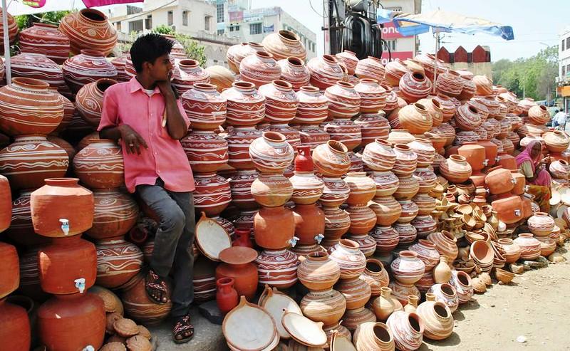 158 vendedor de cantaros en Udaipur