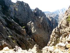 La crête en haut du couloir de la pointe 1711m : le ravin rejoignant Valle Largi Tassu