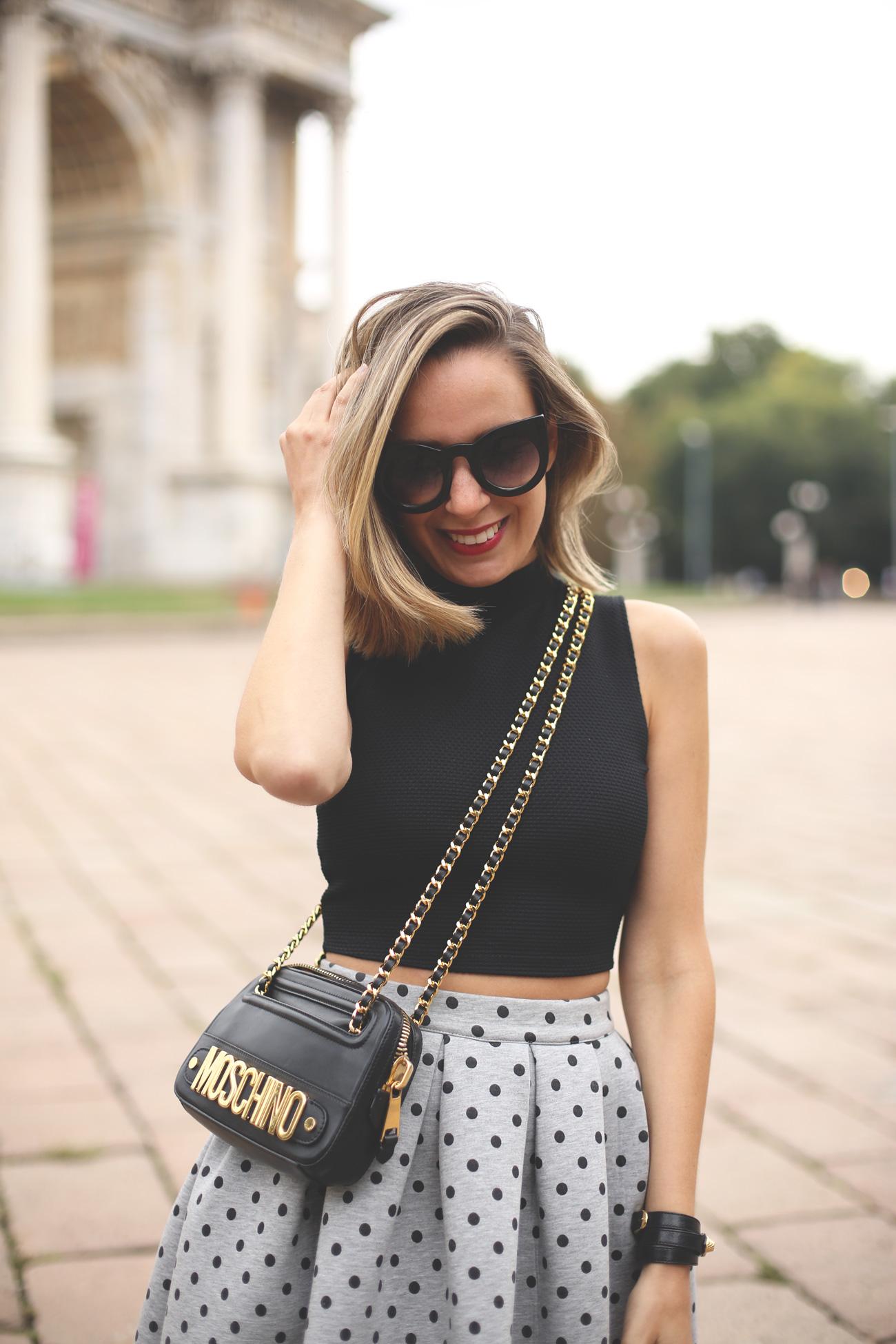 falda midi, look mfw, street style Milano, mfw 2014, blog de moda, fashion blogger, life style blog, zapatos rojos, bolso moschino,
