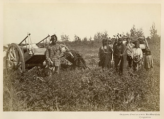 Chippewa Indians with Red River Carts at [Fort] Dufferin, Manitoba / Indiens chippaouais et charrettes de la rivière Rouge à Dufferin (Manitoba)