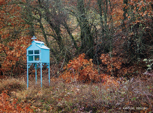 wood blue autumn trees fall contrast forest shrine cyan foliage greece macedonia bushes marterl florina iconostasis roadsideshrine kotas roadshrine rustycolor heiligenstatue materl heiligenbeelden koplytstulpiai heiligenhauschen
