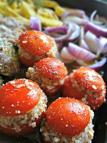 Pomodori col riso, zucchine ripiene, patate e cipolle rosse di Tropea