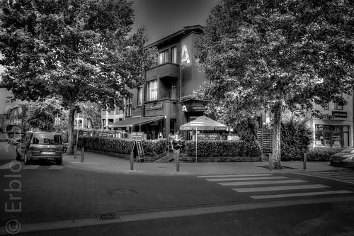 A-Corner, Streetphotography, Fujifilm X10,  HDR-monochrome.