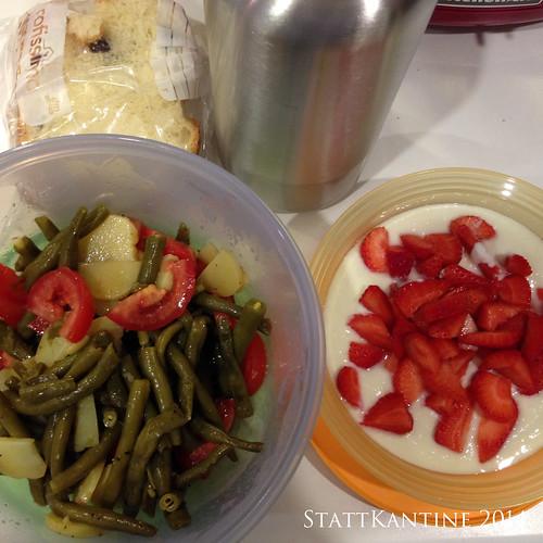 StattKantine 30.07.14 - Bohnensalat, Hefezopf, Joghurt mit Erdbeeren