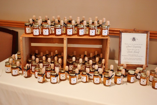 diy-honey-jar-wedding-favors