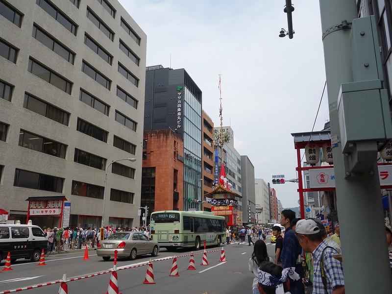 バスと函谷鉾