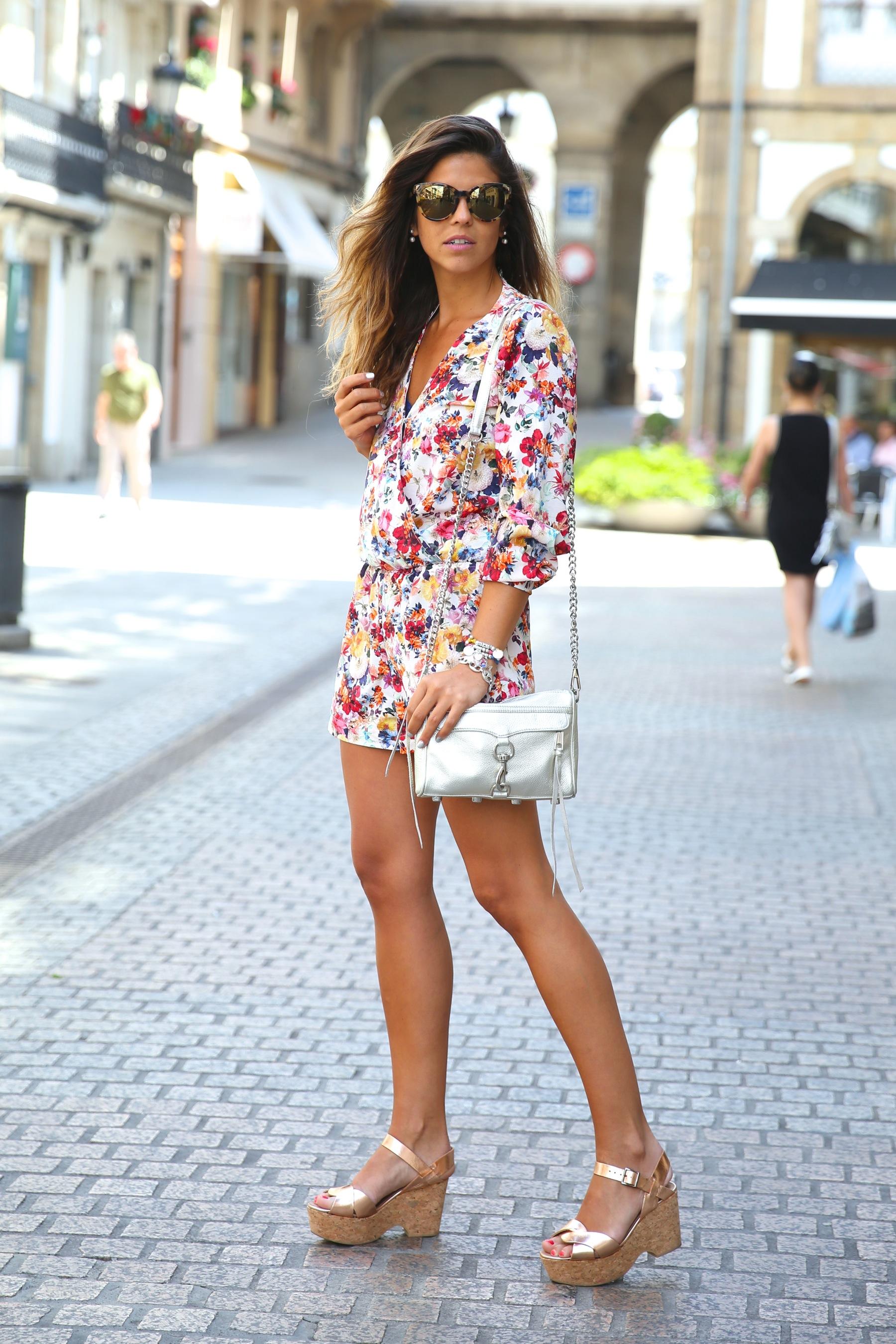 trendy_taste-look-outfit-street_style-ootd-blog-blogger-fashion_spain-moda_españa-mono-flores-flower_print-verano-summer-overall-la_coruña-6