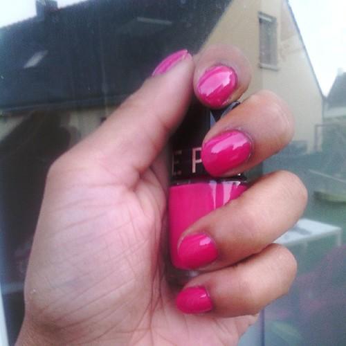 Se vernis rose de chez #sephora est à tomber. #nail #nailart