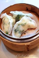 produce(0.0), dim sum food(1.0), momo(1.0), wonton(1.0), food(1.0), dish(1.0), dumpling(1.0), pierogi(1.0), jiaozi(1.0), cuisine(1.0),