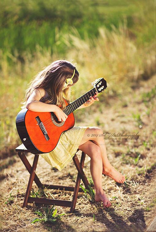 Con su guitarra donde sea