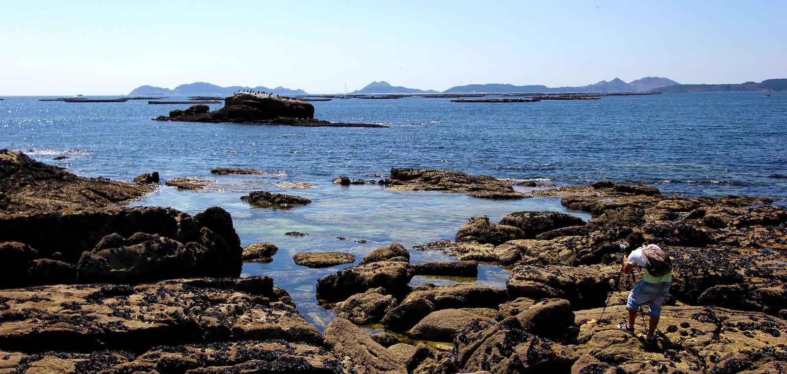 Fotografando unha das praias de Cangas