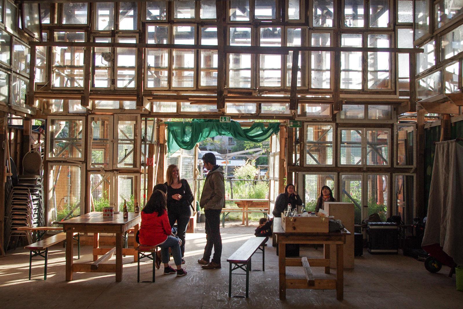 Architecture à Berlin - Dans le bar 25, une maison pleine de fenêtre
