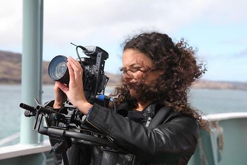 Gwen Jansen filmend in Schotland