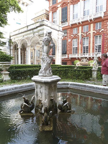 fontaine palazzo bianco