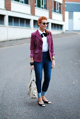 Neck bow tie, corduroy blazer, dark skinnies