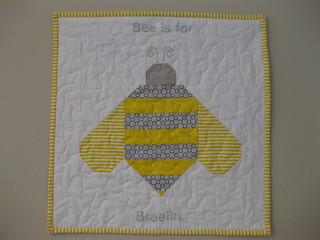 Bee mini quilt