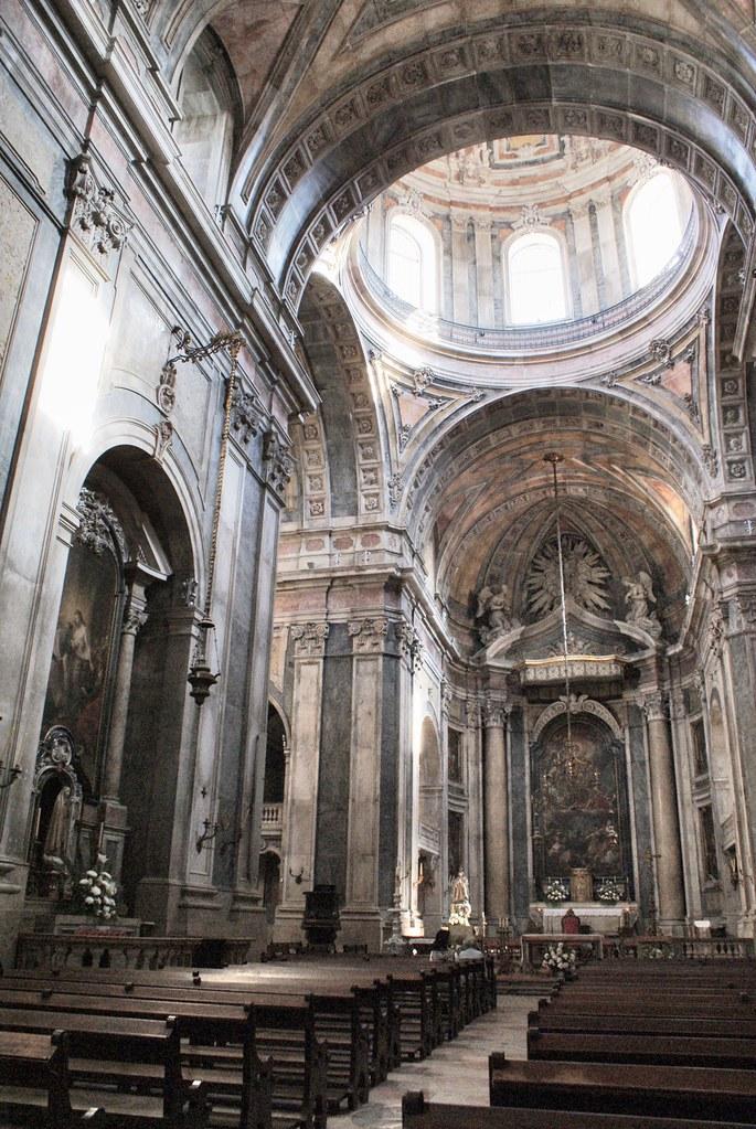 A l'intérieur de la Basilique d'Estrela à Lisbonne.