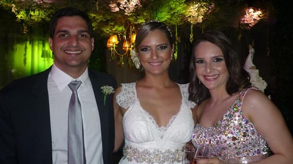 A noiva Olívia Pinheiro com Moraes Neto e Raquel Pinheiro