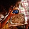 La torta di pane di nonna Nena: ingredienti vari, su teglia, a forno.