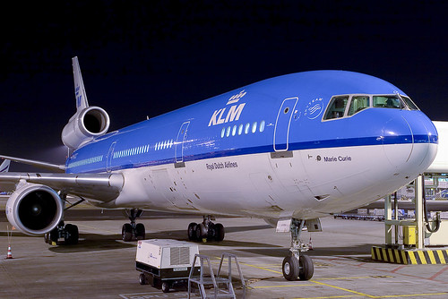 KLM MD-11 at night