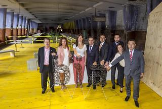 El presidente del Colegio de Arquitectos Vasco Navarro (primero por la izquierda); la decana Matxalen Acasuso (tercera por la izquierda) y Olaia Ziarrusta, secretaria de comunicación de BIA, junto a patrocinadores de BIA Space e instituciones.