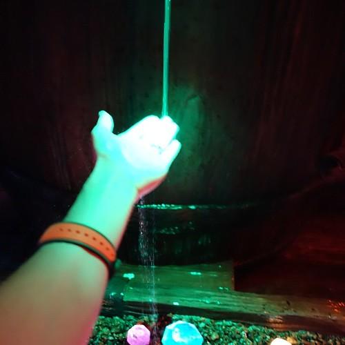 手をかざすとこんな感じ。