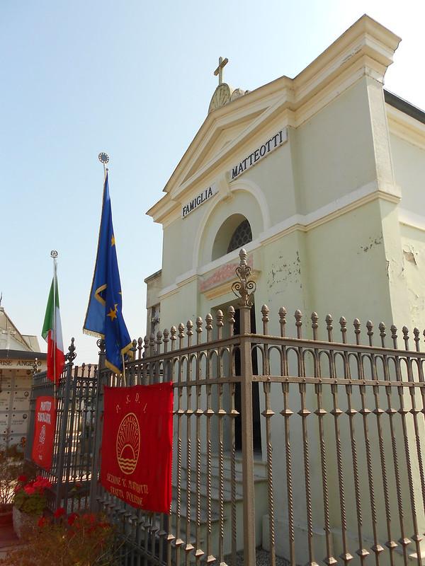 tomba Matteotti con bandiere, 8 giugno 2014