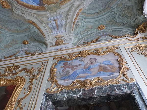 palais rouge plafond