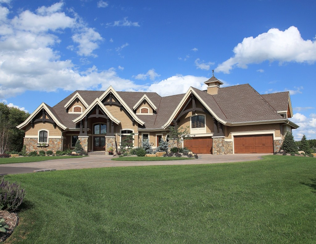 Exterior timber frame homes photo gallery blue ox timber for Blue house builders