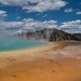 Spiegelung im surrealen Farbenmeer