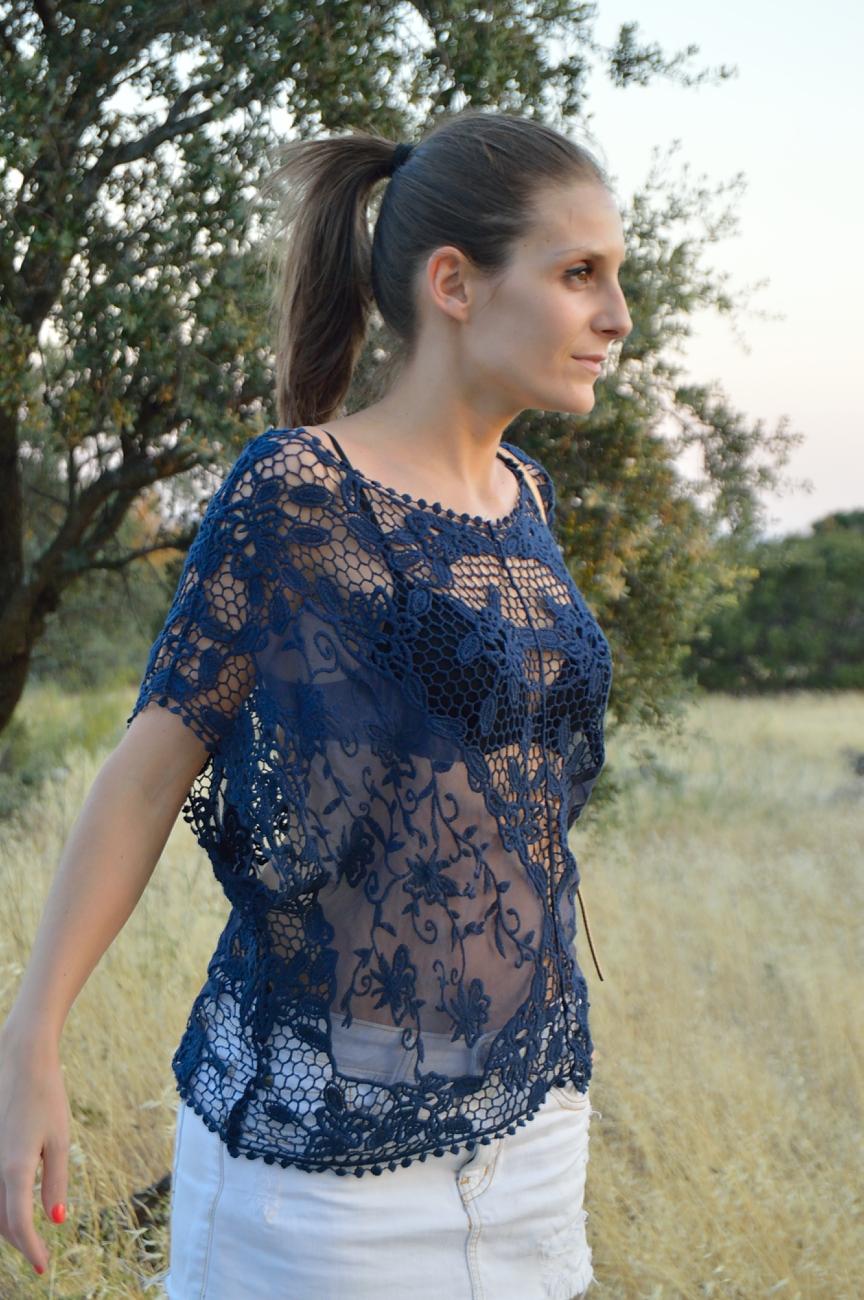 lara-vazquez-mad-lula-fashion-trends-look-lace-blue-tee