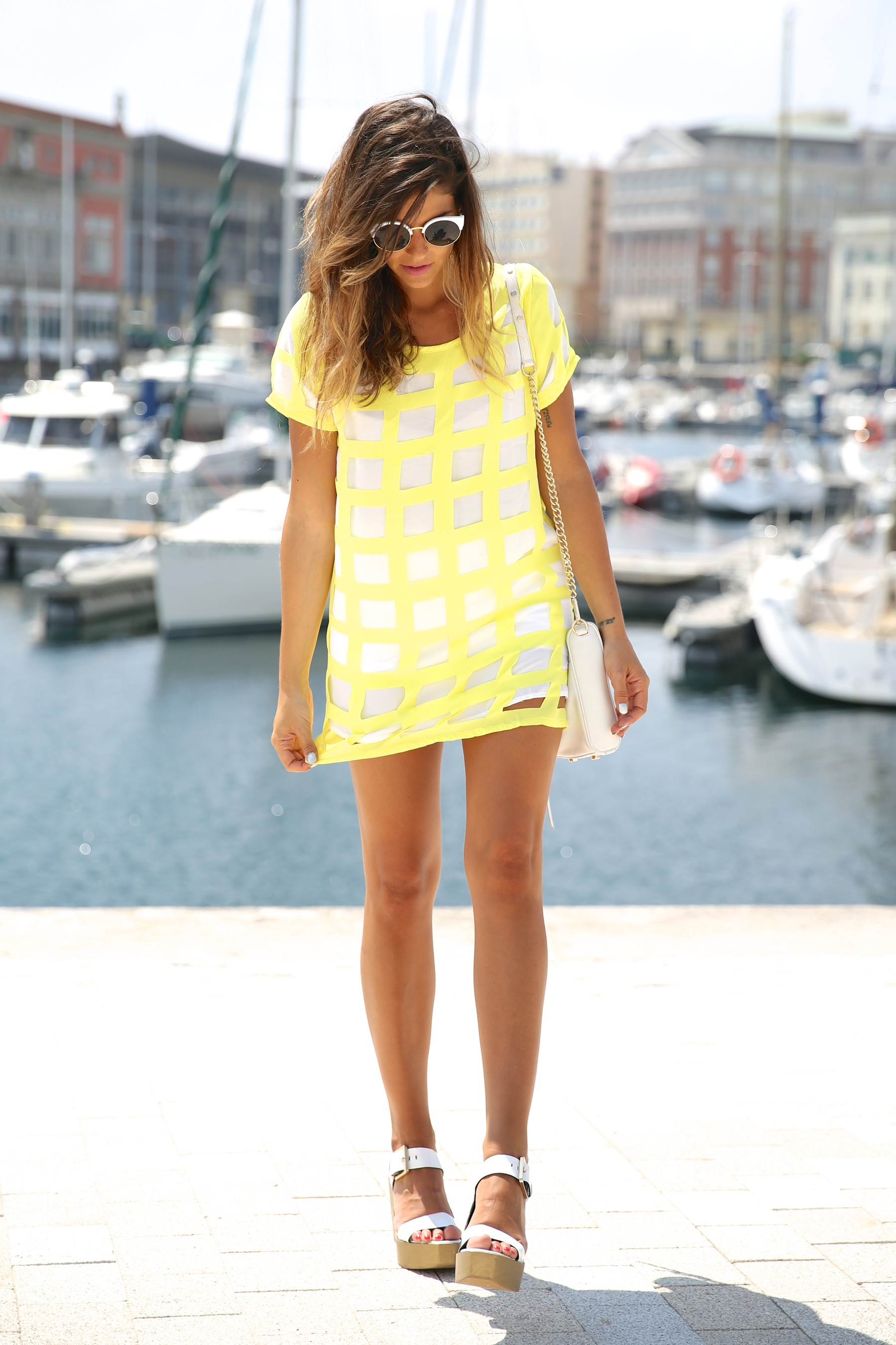 trendy_taste-look-outfit-street_style-ootd-blog-blogger-moda_españa-fashion_spain-coruña-galicia-sandalias_plataforma-platform_sandals-rebecca_minkoff-yellow-amarillo-vestido-dress-plaid-cuadros-10